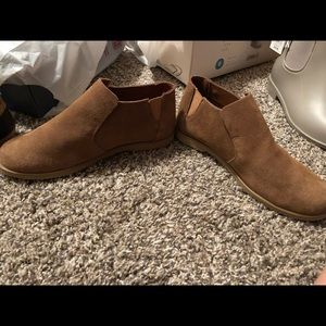 Women's new Bearpaw booties/ankle boots. Size 6